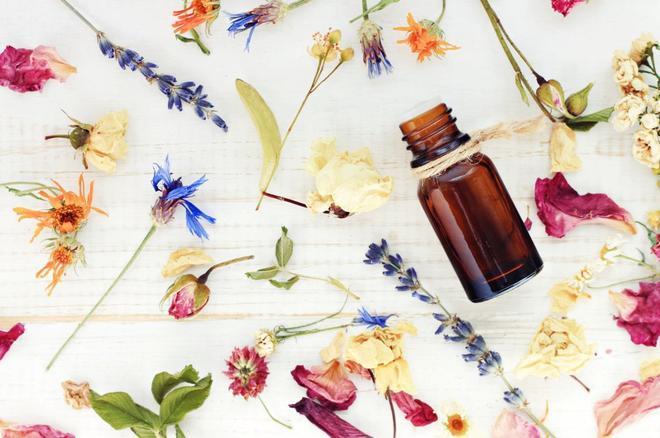 Zdrowe zapachy. Poznaj działanie naturalnych olejków eterycznych